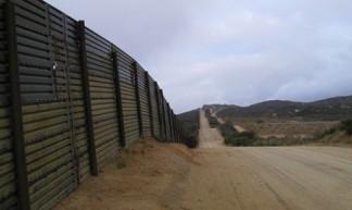 Mexicaanse grens (foto: Flickr/EdmondMeinfelder)