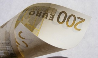 Money_200-Euro_152738-480x360 - Emilian Robert Vicol