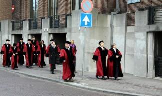 professoren protesteren tegen bezuinigingen - marie-ll