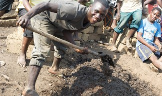 Mixing mud mortar for the teachers houses - Julien Harneis