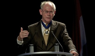 "President Van Rompuy receives the ""Collier du Mérite Européen"" Award, Luxembourg, 25 November 2010 - President of the European Council"