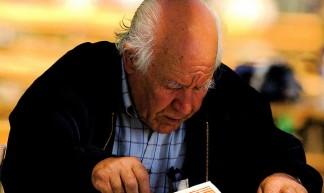 Reading the newspaper - Pedro Ribeiro Simões