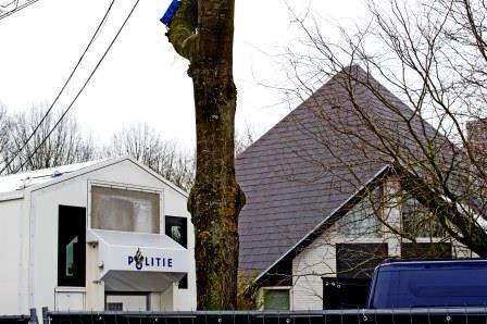 het huis van fons jacobs wordt beveiligd