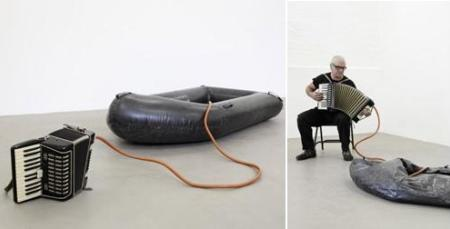 © mixedmedia-berling.com Kirsten Pieroth Inflated Dinghy