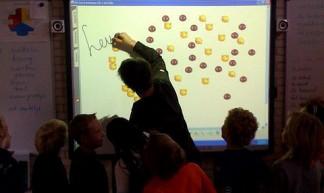 Digitaal schoolbord bij Thomas in de klas! - Peter van Teeseling