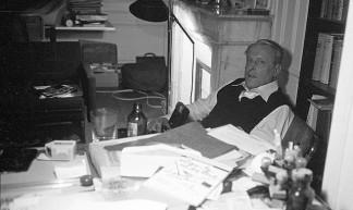 W.F. Hermans in his study (1977) - Piet Schreuders