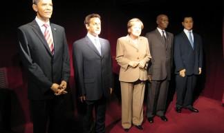 040 Paris - Musee Grevin - Barack Obama - Nicolas Sarkozy - Angela Merkel - Abdoulaye Wade - Mohammed VI - Photos et Voyages