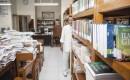 Gedoneerde studieboeken rotten weg in Ambon