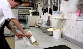 geste d'artisan patissier, TAMAN Café (ORANGE,FR84) - jean-louis Zimmermann