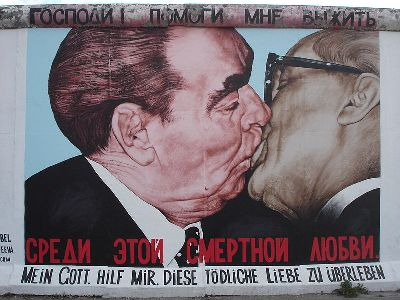 cc commons.wikimedia.org Kiss-EastSideGallery