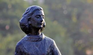 Anne Frank Statue - Thomas