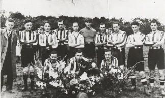 Voetbal in Uden - Brabant Bekijken