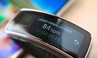 Samsung Galaxy S5 with Gear Fit smartwatch - Kārlis Dambrāns