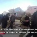 Een Syrische vrouw heeft met een verborgen camera opnamen gemaakt van het leven in…
