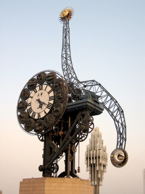 cc Flickr Alexandra Moss Strange clock by the train station - Tianjin
