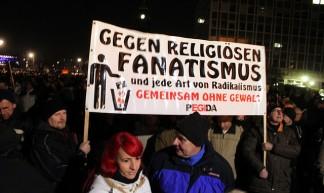 [08.12.14] Dresden | #PEGIDA und Protest dagegen - strassenstriche.net