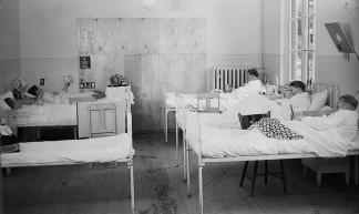 Grote TB zaal ziekenhuis Strafgevangenis Nieuw Vosseveld in Vught - Brabant Bekijken