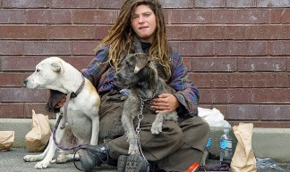 Homeless woman with dogs - Franco Folini