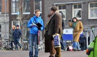 'Krantenverkoper' Haarlemmerstraat Amsterdam - FaceMePLS