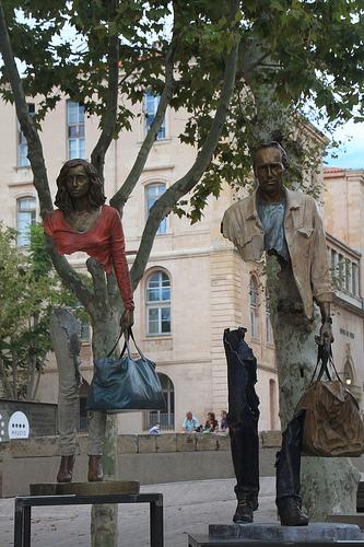 cc Flickr Jeanne Menj Marseille, près du vieux Port, Les Voyageurs, sculptures de Bruno Catalano 2