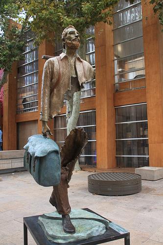 cc Flickr Jeanne Menj Marseille, près du vieux Port, Les Voyageurs, sculptures de Bruno Catalano