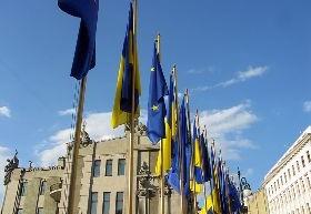 cc commons.wikimedia.org Flags of EU and Ukraine