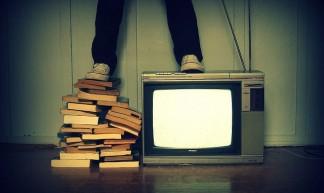 Livro ou TV? - Lubs Mary.