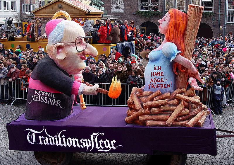 cc commons.wikimedia.org Karnevalswagen Kardinal Meisner 2005
