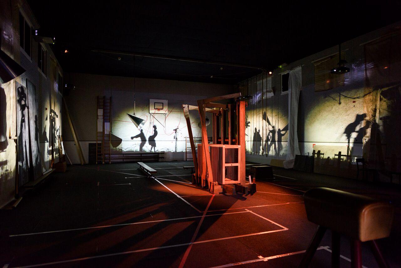 © William Kentridge, The Refusal of Time, 2012, video, vijf schermen, installation with a complex soundscape, 30 min, muziek, courtesy van de kunstenaars