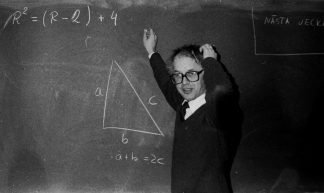 Torsten, math teacher - Blondinrikard Fröberg