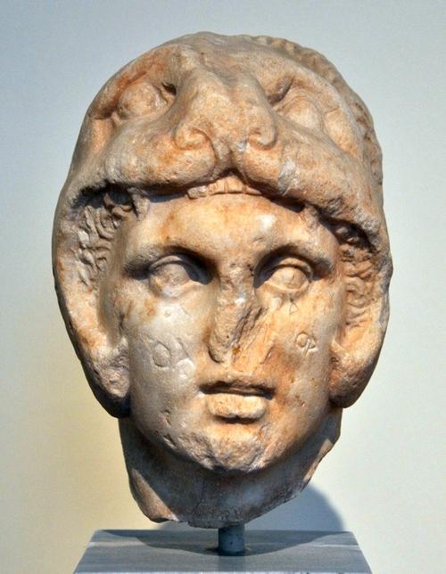 Alexander met leeuwenhuid (Nationaal Archeologisch Museum, Athene)