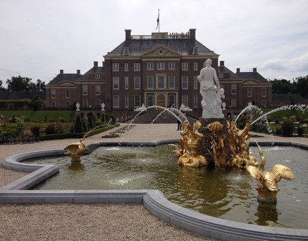 De Venusfontein en het paleis