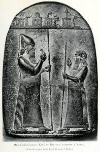 Merodach-Baladan II (links). Altes Museum, Berlijn.