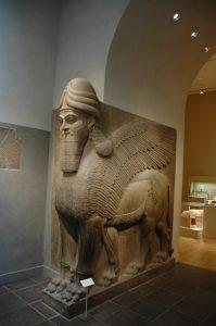 Een Lamassu uit Kalhu, uit de tijd van Ashurnasirpal II (r. 884-859 v. Chr.) Metropolitan Museum, New York.