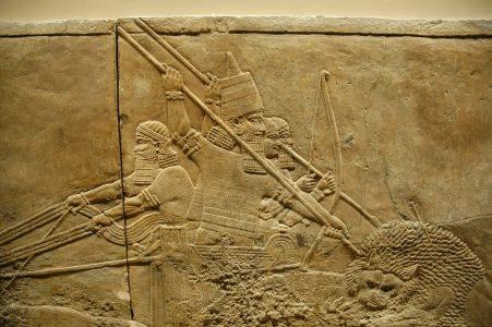 Ashurbanipal op leeuwenjacht. Een relief uit het paleis van Ashurbanipal te Nineveh.
