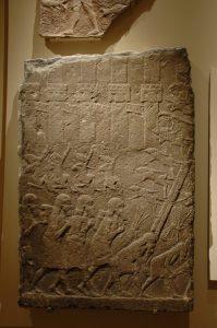 Assyrische belegering van een ommuurde stad.