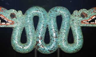 """""""links en rechts"""" Twee koppige slang van turquoise. Religieus ornament van de Azteken. (Bron: Geni CC-BY-SA)"""