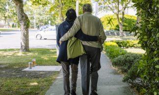 Elderly couple walk together - Hugo Chisholm