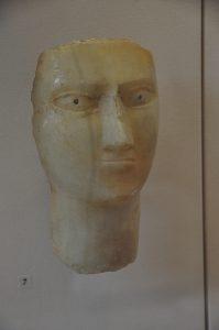 Albasten hoofd uit een van de Jemenitische koninkrijkjes.