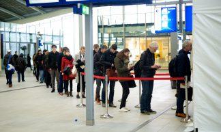 Stemlokaal Utrecht Centraal  Referendum over de associatieovereenkomst EU-Oekraïne - Sebastiaan ter Burg