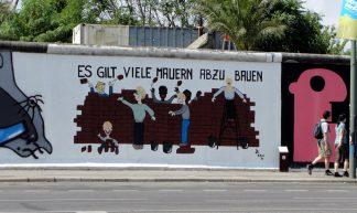 East Side Gallery (Es gilt viele Mauern abzu bauen) - Márcio Cabral de Moura