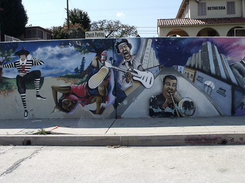 cc Flickr ATOMIC Hot Links The Wall on Crenshaw 2