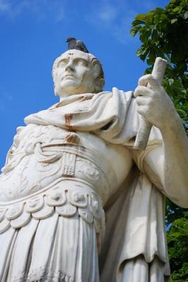 cc Flickr Eric Chan photostream Julius Caesar and his pigeon
