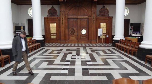Labyrinth in de basiliek van Onze-Lieve-Vrouwe van Hanswijk in Mechelen. (c) Tamara van Halm