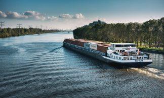 Cargo ship // Amsterdam - Merlijn Hoek