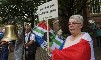 Protest Groningen bij bezoek Kamp - Milieudefensie