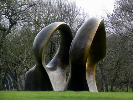 cc Flickr Peter O'Connor aka anemoneprojectors GOC Much Hadham 131 Double Oval, Henry Moore