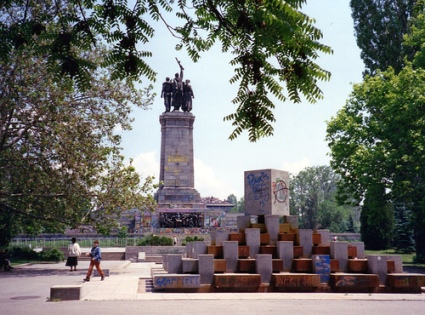 cc Flickr Ali Eminov photostream Graffiti-covered Monument to the Soviet Army, Sofia 1994