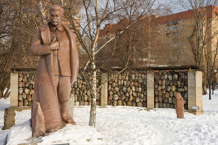 cc Flickr Garrett Ziegler, photostream Stalin (defaced) and Gulag memorial, Muzeon, Moscow