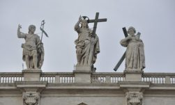 vatican_s_pietro_facade_statues